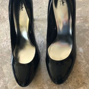 Women's size 9 Mossimo black patent heels